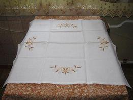 Скатерть с вышивкой из льна