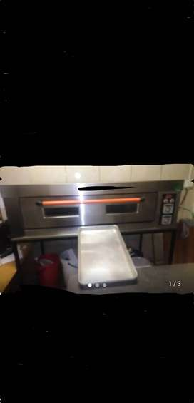 Single deck, 2 tray baking oven
