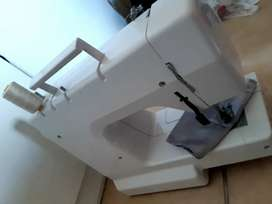 Sewing machine empisal em 250 deluxe