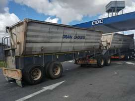 2010 Top Trailer Side Tipper with large bins!