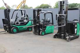 Forklifts for rental from Dirt Diggers