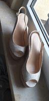 Sandały na koturnie r. 38