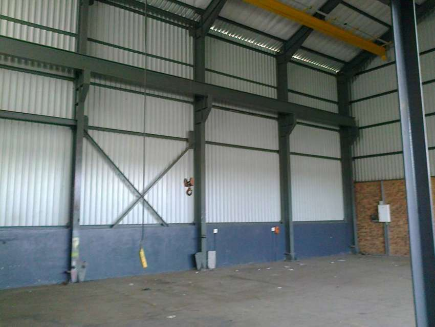 429m2 factory with yard to let in Anderbolt 0