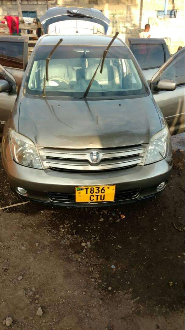 Toyota ist,2004 model,good music system and sound. 0