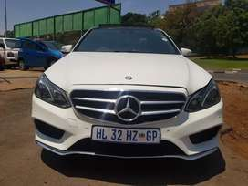 2016 MERCEDES Benz E200 Automatic with Sunroof and leather seats