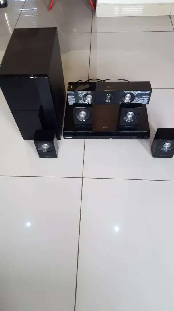 Samsung Blue ray home theatre 0