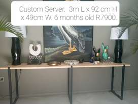 Console Table/ Server