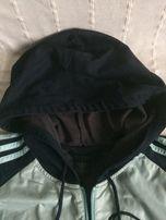 Bluza Adidas zapinana na zamek błyskawiczny z kapturem na sznurek
