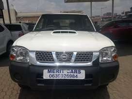 NISSAN NP300 HARD BODY WITH CANOPY   ACCIDENT FREE