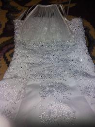 Святкове нарядне плаття для дівчинки.