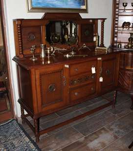 Oak buffet server with bevelled mirror and bobbin supports