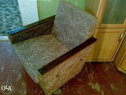 Продам кресло нераскладное невысокой спинкой светло -коричневого цвета