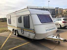 Jurgens Exclusive Double Axel Caravan - Full tent, Led Lights, Toilet