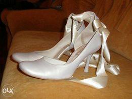 Продам красивые туфли свадебные, нарядные