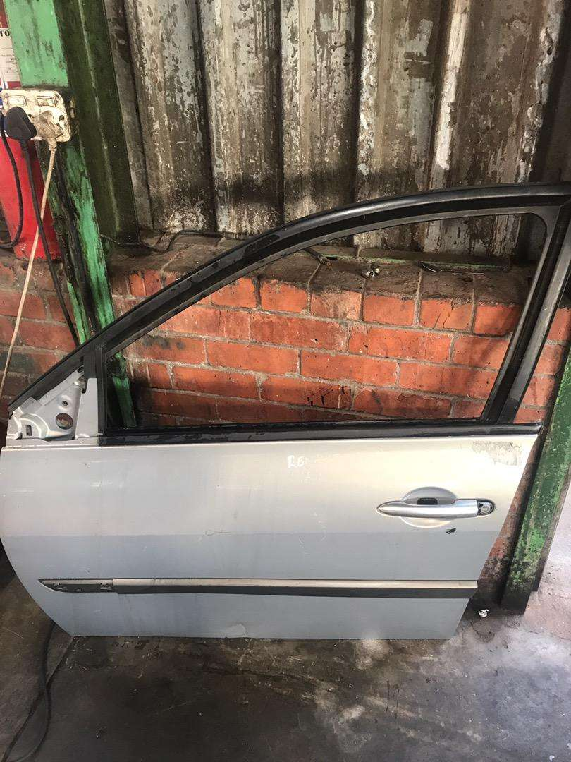 RENAULT MAGANE FRONT LHS DOOR FOR SALE