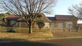 Rent / Huur Luxurious 3 bedroom house in Golf Park, Meyerton