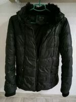 осенняя зимняя черная курточка с капюшоном размер M