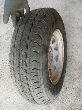 195 R 14 C Tyre and Trailer Rim for sale