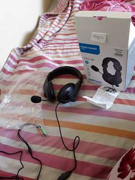 Stereo headset (with built in  mic)
