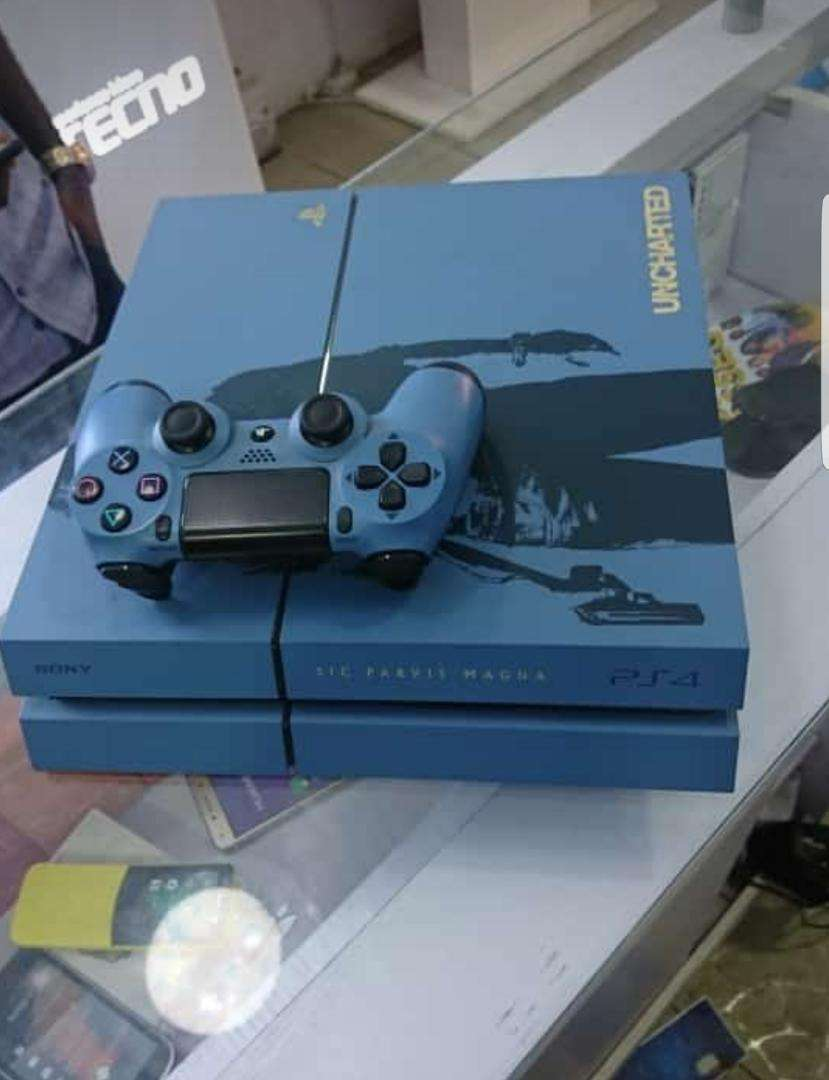 Clean Customised Ps4 for quick sale 0
