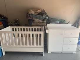 Treehouse cot and compactum