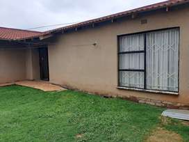 Cottage to rent in Dawnpark R2600