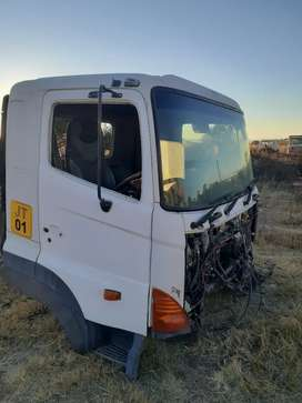 Hino 700 cab in immaculate condition for sale