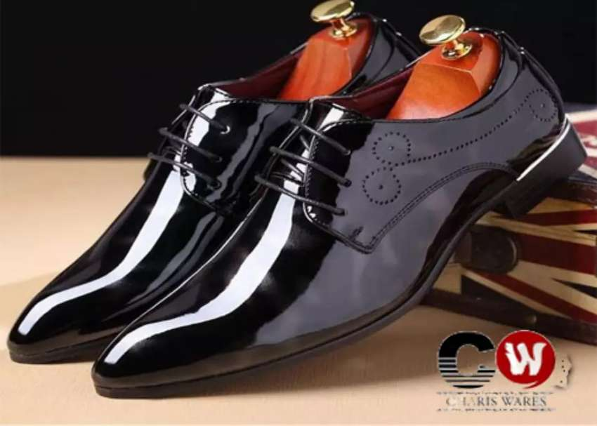 Foreign patent black Italian pointed shoe 0