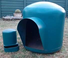 Large igloo kennel and waterbowl