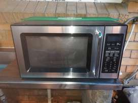 Samsung Microwave For Sale R700 negotiable