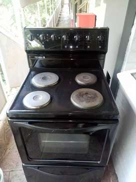 4 Plate Kelvinator stove and Oven Griller