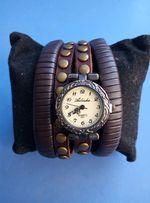 женские кварцевые часы с заклепками, на силиконовом браслете