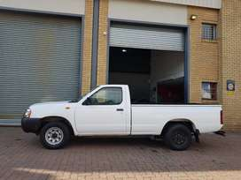 Nissan NP300 2ltr(spare key, and service book is also there
