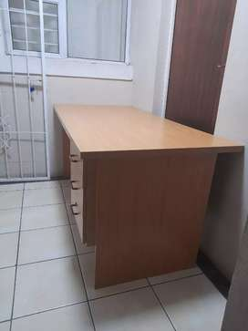 Nice and barely used used desk table