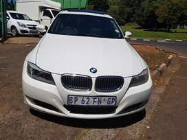 2011 BMW 320i E90 Manual with leather seats and Sunroof