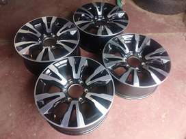 A set of 18inch mags bakikie Isuzu now available