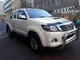 Toyota  Hilux 2.4 R 279 900 Negotiable