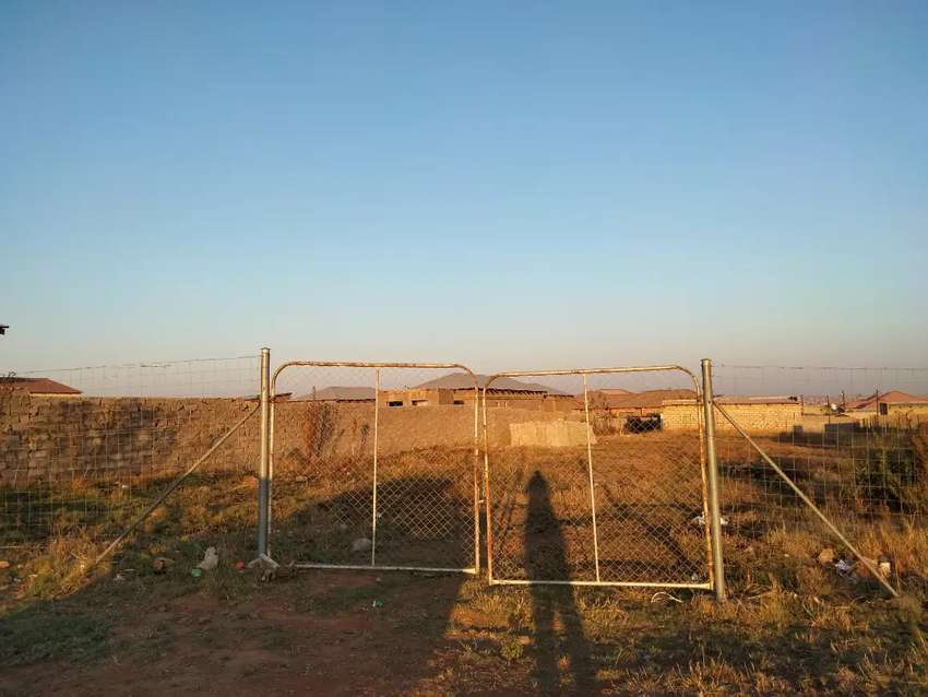 Empty stand at Paledi near the mall