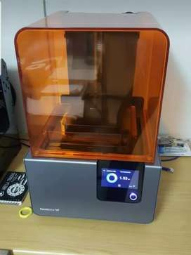 Formlabs Form 2 3D printer plus extras!