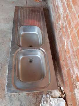 Double end bowl sink