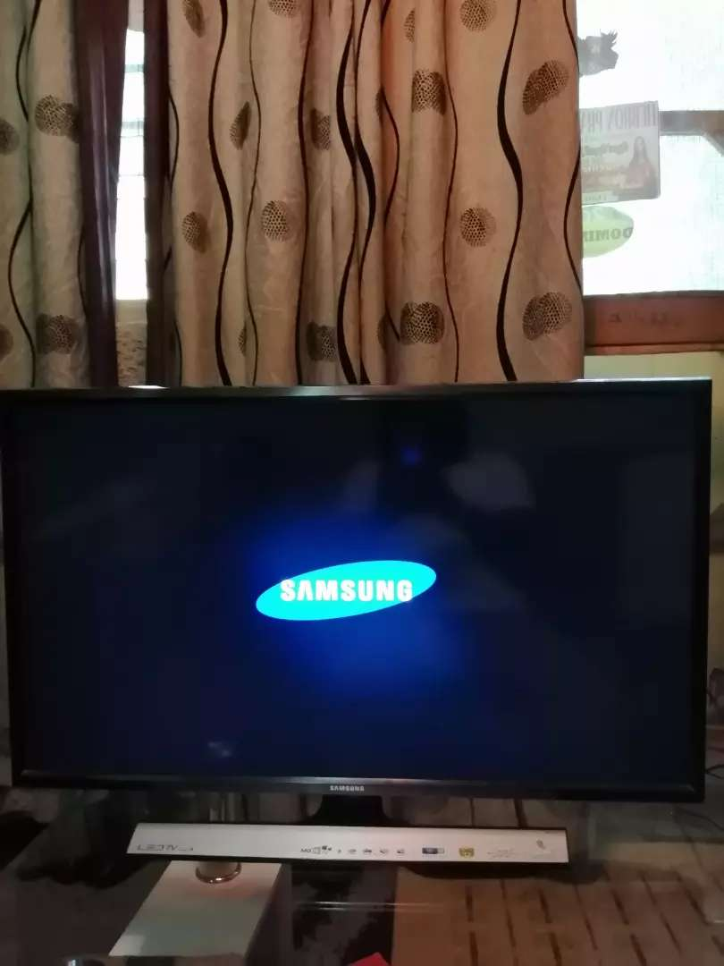 Samsung TV 32 inches digital t2 0