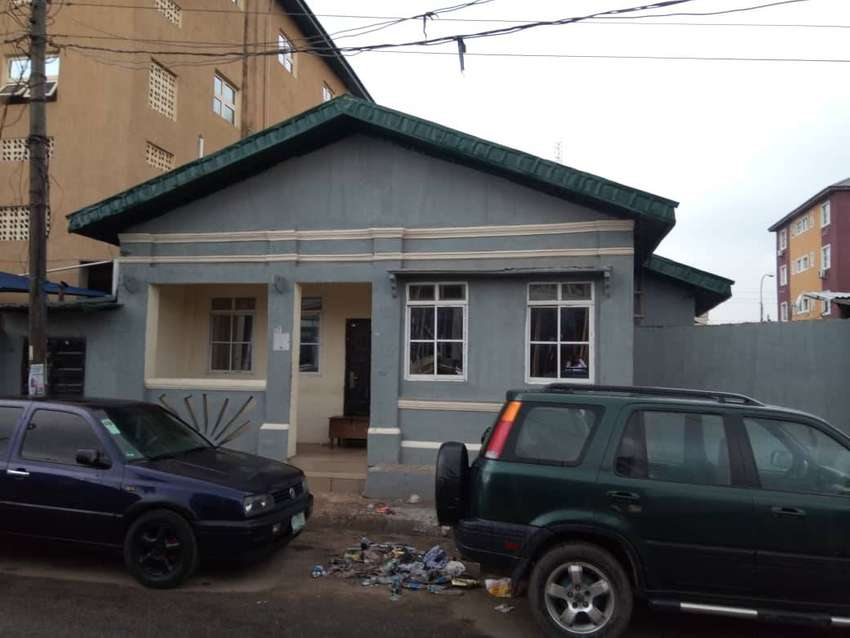 A 4 ROOMS BUNGALOW FOR OFFICE USE FOR RENT AT ONIKAN LAGOS ISLAND LAGO 0