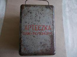 Apteczka metalowa z okresu PRL-u z wyposażeniem