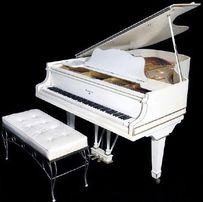 Аренда белого рояля. Пианино напрокат.