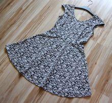 Biala szara wzorzysta kwiecista rozkloszowana krotka sukienka 38 M 40L
