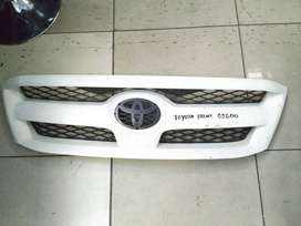 Toyota Hilux Grill (White)