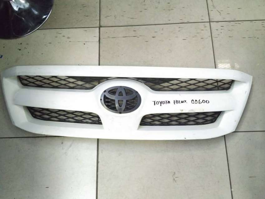 Toyota Hilux Grill (White) 0