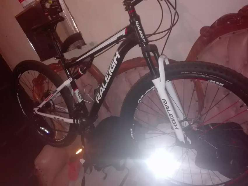 I am selling a new RALEIGH mountain bike for 3000rands 0