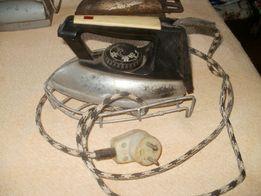Stare żelazko elektryczne z termostatem ,sznurem elektry i podstawką .