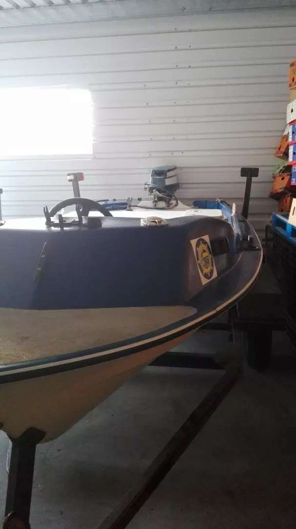 Boat with motor and trailer 0